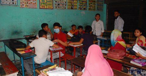 নিষেধাজ্ঞার মধ্যেও স্কুল খোলা চলছে ক্লাস-কোচিং বাণিজ্য
