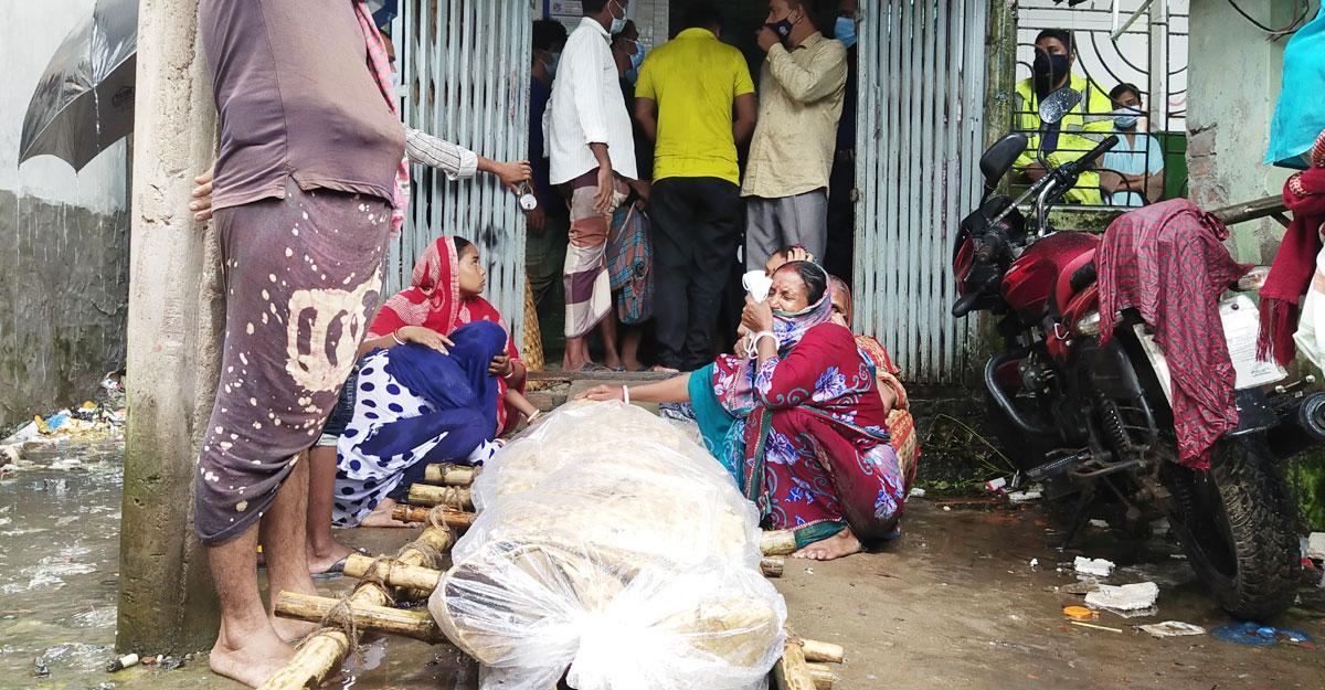 পটুয়াখালীতে দেনাদারের বাড়ির সামনে মরদেহ রেখে প্রতিবাদ
